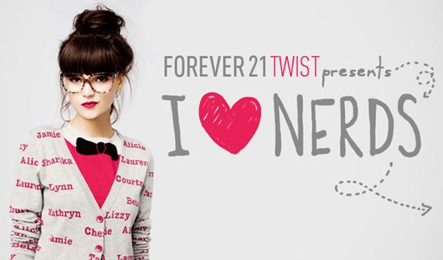 """Imagens do lookbook da coleção """"I Love Nerds"""" da Forever 21 Twist, roupas para uma menina tão descolada quanto inteligente."""