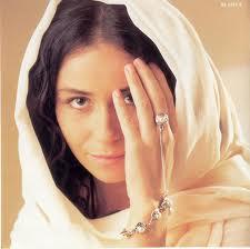 O anel-pulseira de Jade virou mania entre as mulheres.