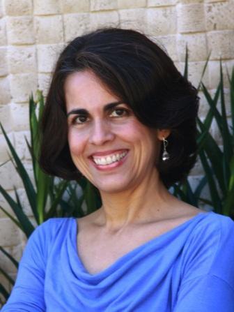 A designer Denise Queiroz