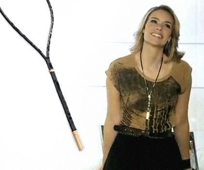 Marina tem aparecido em cena direto com esta gravata Black Tie em ouro 18k e hematitas