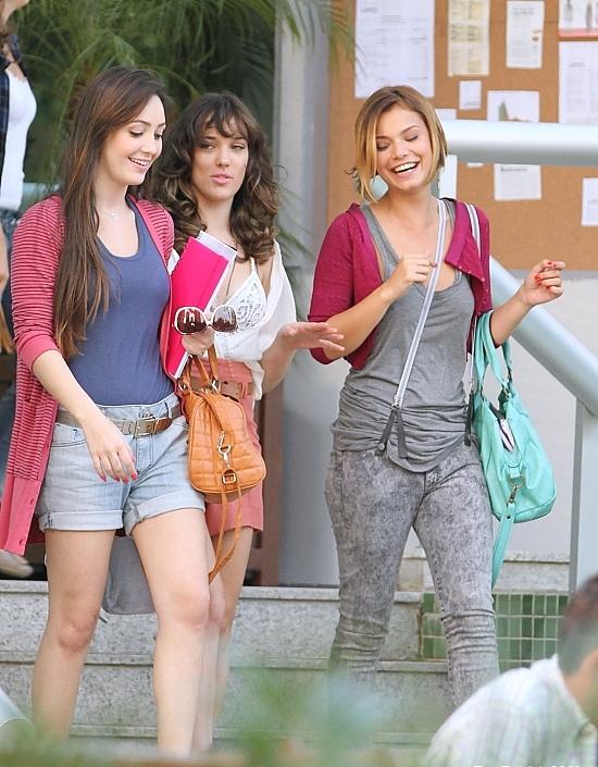 Patrícia (Adriana Birolli) adora rendas e lingeries aparentes e as roupas de Vanessa (Milena Toscano) terão um espírito de Madonna, ídolo de seu tio Crô.