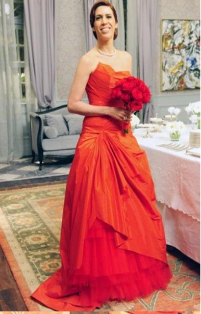O vestido de noiva foi criação de Leila (Bruna Linzmeyer)