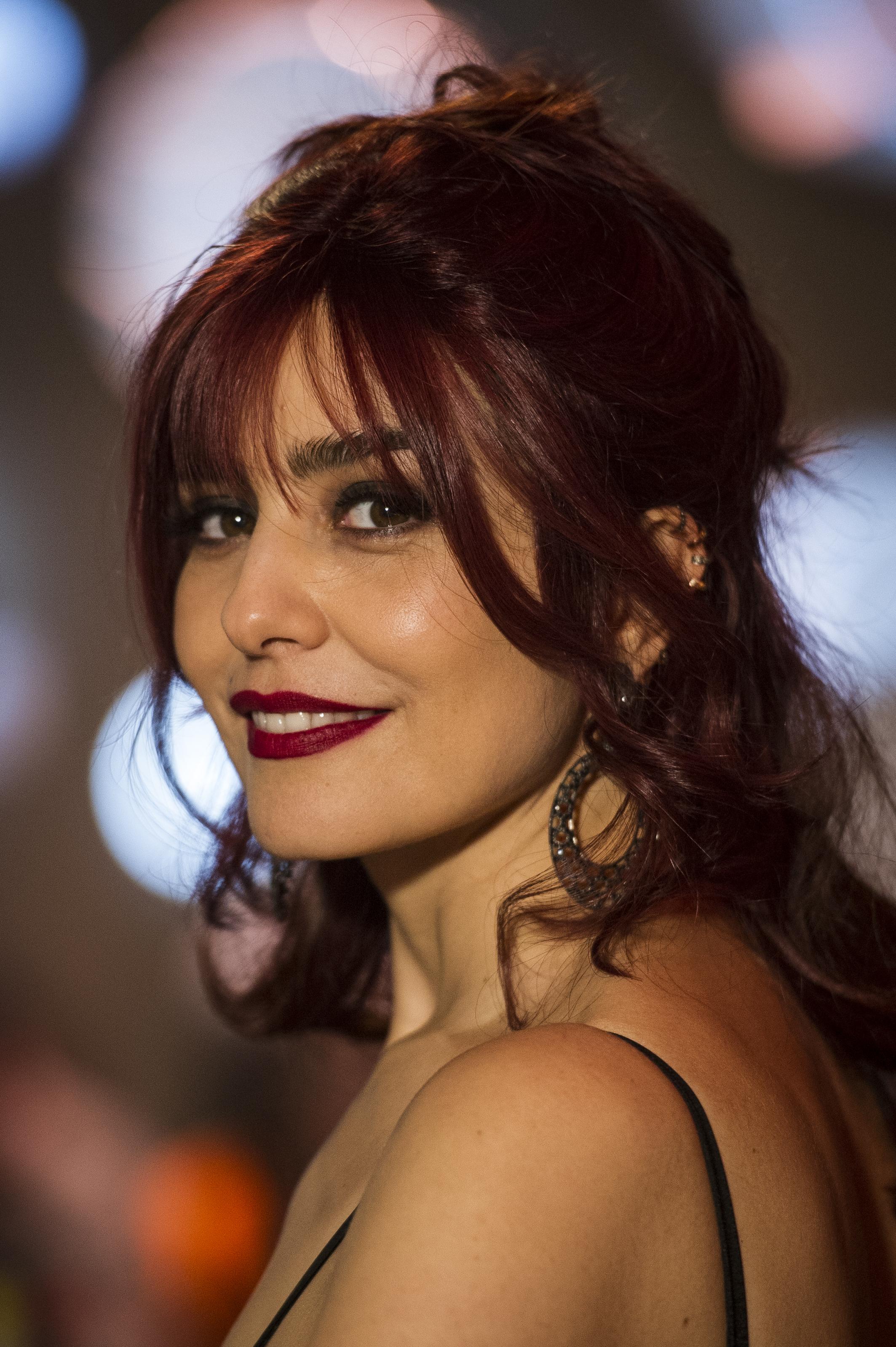 Letícia Sabatella aparece com novo visual em Sangue Bom