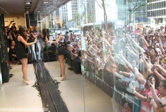 imagem do lançamento da coleção de Anitta, ontem, na loja Marisa da avenida Paulista