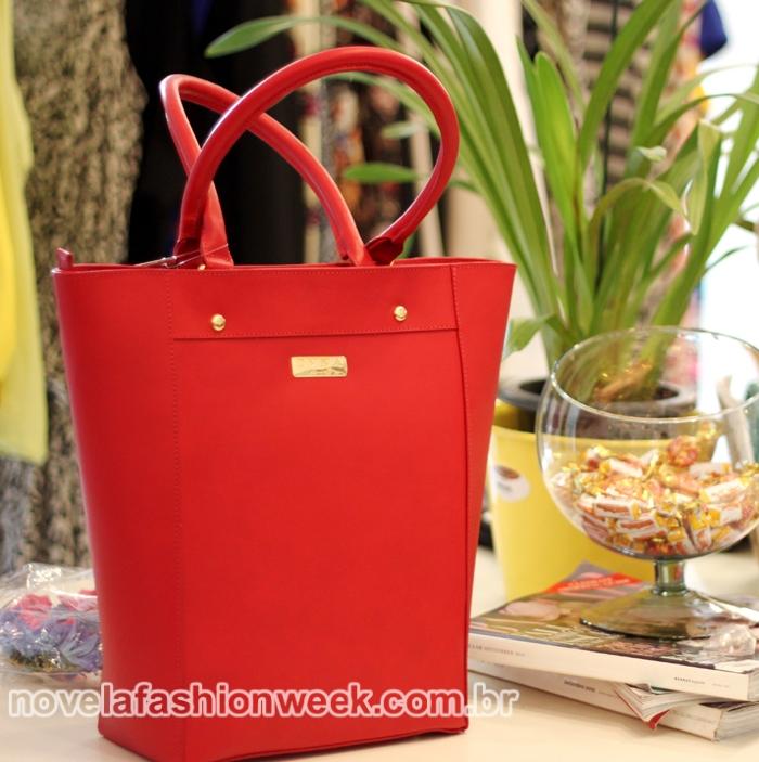 Modelo Alícia da D'Vinna Bags na Love Atelier Store