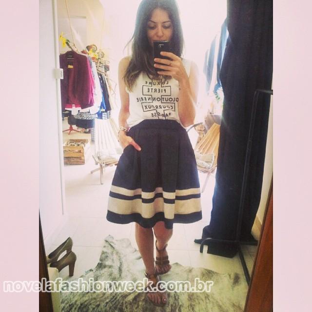 Nájua Saleh na Love Atelier Store com look da sua coleção