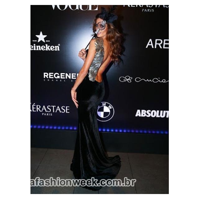 izabel goulart com vestido trinitá couture