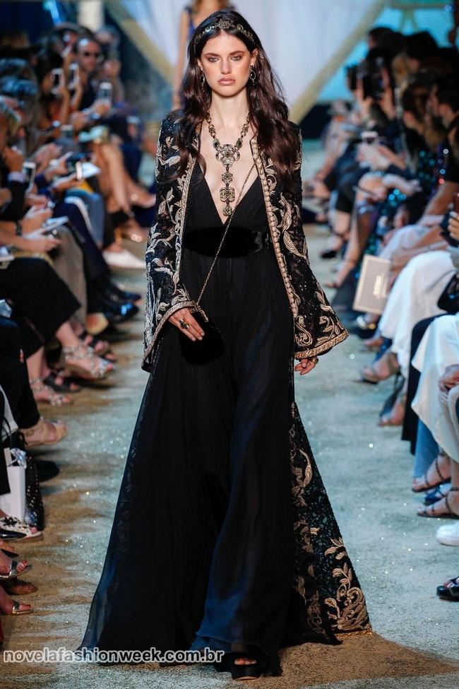 Elie Saad trouxe modernas princesas medievais para passarela da Alta Costura