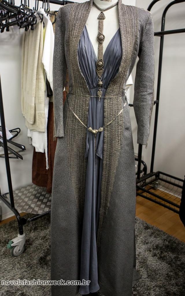 Sempre longos, os vestidos da Princesa Catarina tem silhueta ajustada ao corpo